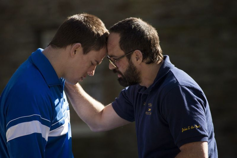 still-of-mark-ruffalo-and-channing-tatum-in-foxcatcher-(2014)-large-picture