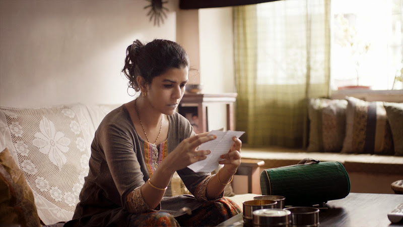 still-of-nimrat-kaur-in-the-lunchbox-(2013)-large-picture